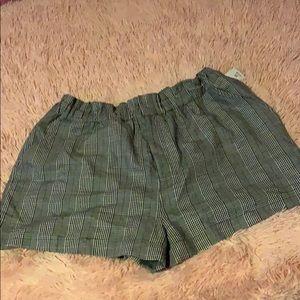 Pin strip shorts